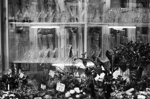 Flower and Headshop Warschauer Straße Berlin, Germany. 2014 © Linus Ma. all rights reserved