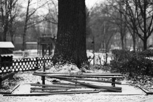 Broken bench. Berlin, Germany. 2016 © Linus Ma. all rights reserved